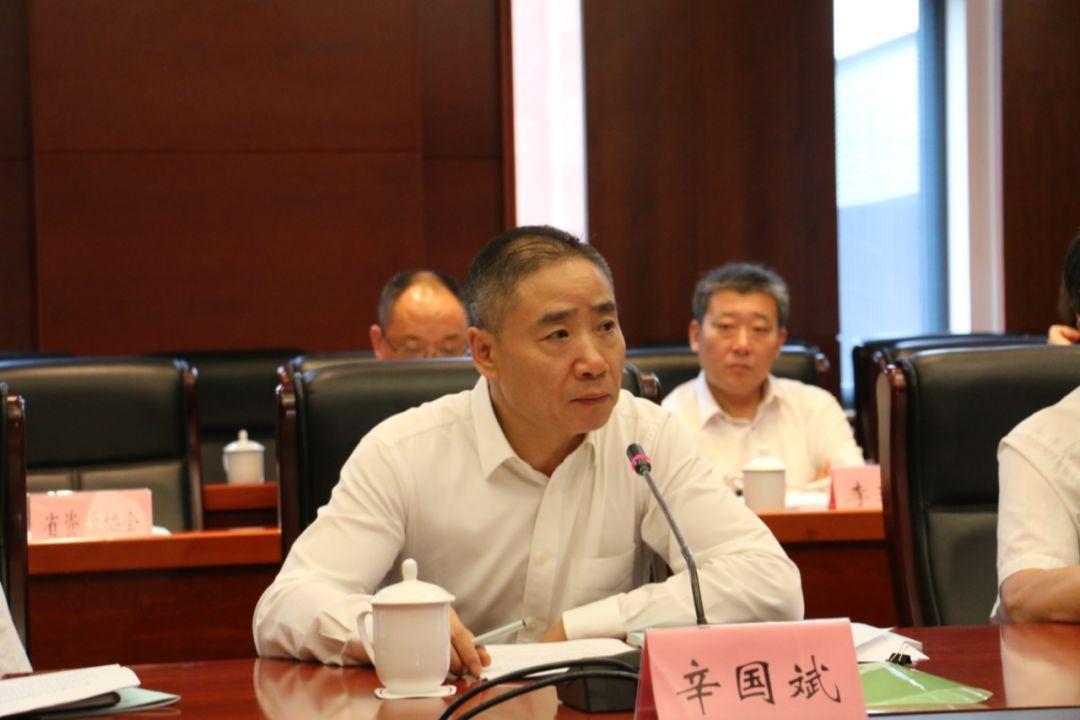 资讯 热点资讯    座谈会上,杨松,范社岭,张恒珍介绍了提案提出的背景图片